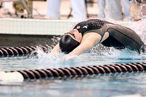 Kirsty Coventry wins 200 Backstroke