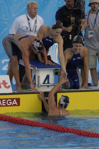 USA women celebrate 4x200 relay win at 2005 worlds