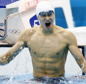 Sun Yang celebrates after winning the men's 400m freestyle finals during the 2012 London Olympic Games at Aquatics Centre