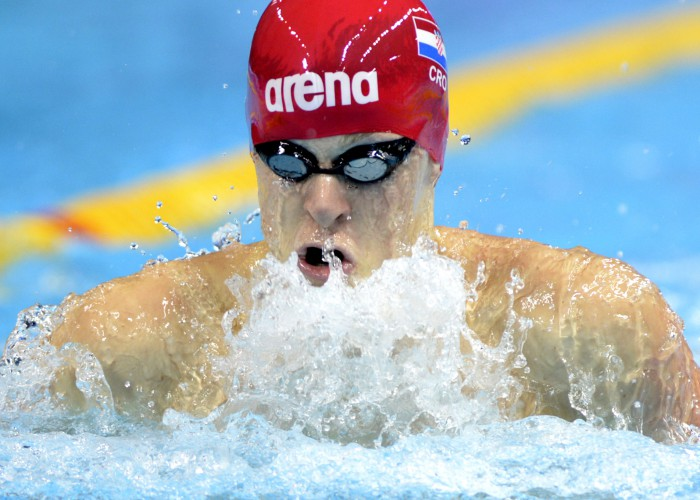 (140822) -- NANJING, Aug. 22, 2014 (Xinhua) -- Nikola Obrovac of Croatia competes during the Men's 50m Breaststroke final match of swimming event at Nanjing 2014 Youth Olympic Games in Nanjing, east China's Jiangsu Province, on August 22, 2014. Nikola Obrovac won the gold medal. (Xinhua/Ju Huanzong) (yqq)