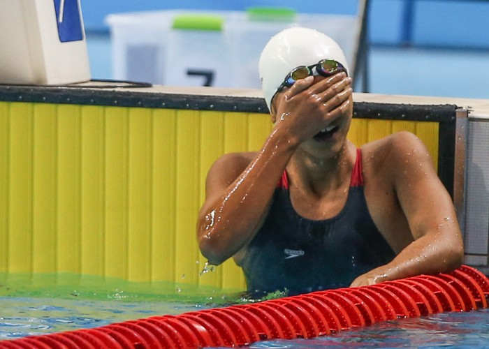 (140817) -- Nanjing,Aug 17,2014 (Xinhua) -- Gold medalist Vien Nguyen Thi Anh of Vietnam rests after the final of Women's 200m Individual Medley of Nanjing 2014 Youth Olympic Games in Nanjing, capital of east China?s Jiangsu Province, on Aug. 17, 2014. (Xinhua/Yang Lei) (txt)