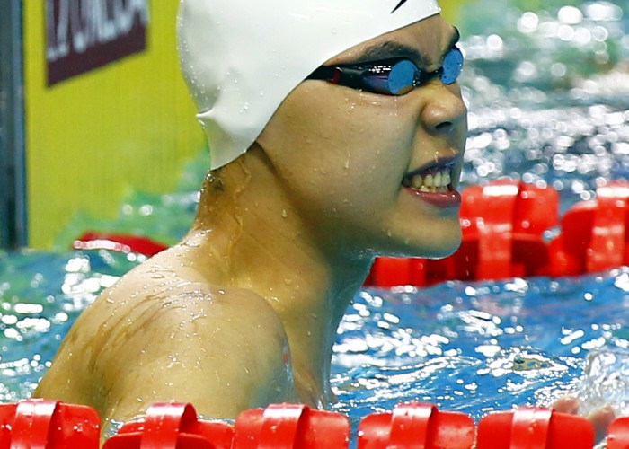 (140820) -- NANJING, Aug 20, 2014 (Xinhua) -- Yu Hexin of China celebrates after winning the Men's 50m Freestyle match at Nanjing 2014 Youth Olympic Games in Nanjing, capital of east China's Jiangsu Province, on Aug. 20, 2014. Yu Hexin of China won the gold medal.(Xinhua/Ding Xu)(hhx)