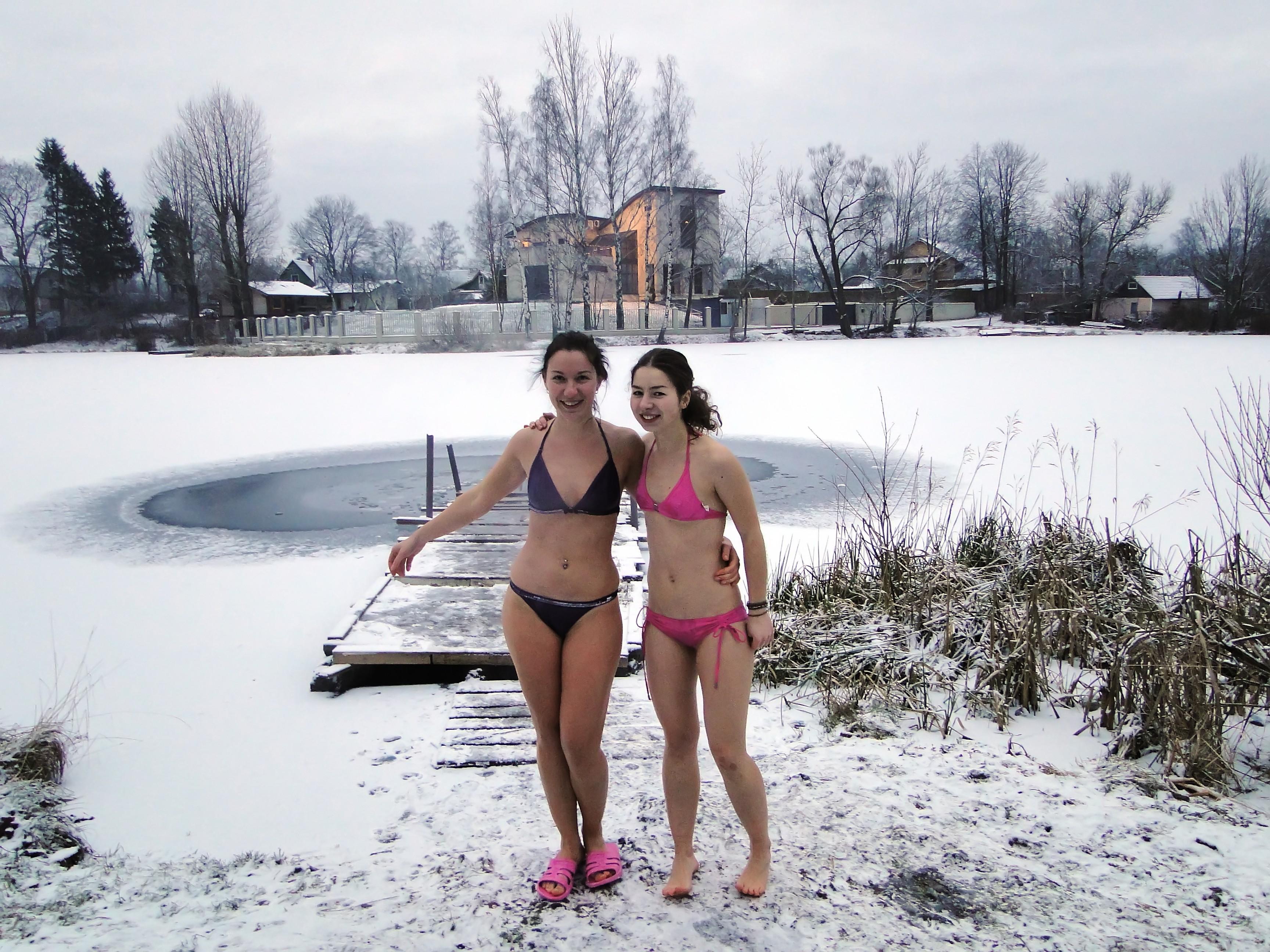 golih-zhenshin-zimoy-foto