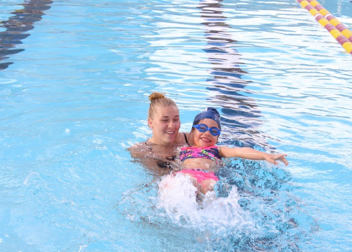 instructor-with-child-make-a-splash