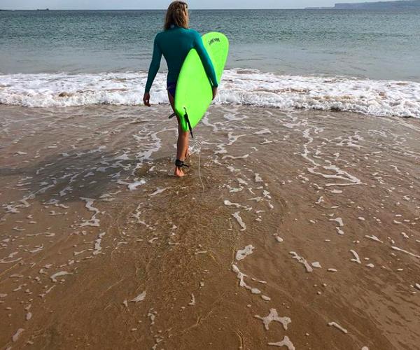 Summer-Sanders-Surfing